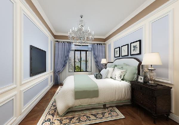 将客餐厅的墙面设计沿用到主卧室,一点都不敷衍。吊顶的配色美爆了。枝形吊灯,够奢华。