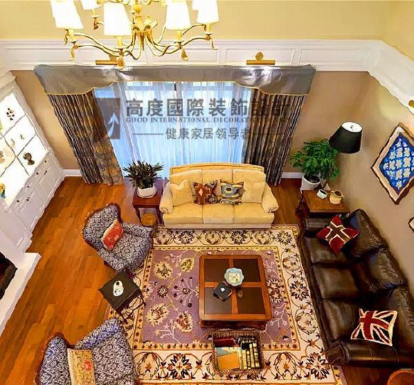 ▲ 从二楼俯视,客厅更显大气优雅