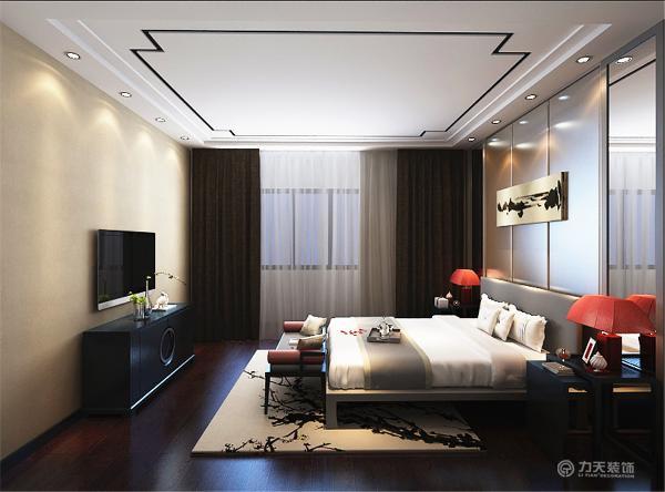 卧室整体色调偏重,是因为卧室需要温暖,踏实的感觉才能入睡。吊顶做了一个中式的吊顶,更突出了中式的韵味。新中式风格不是纯粹的传统文化元素的假单叠加,而是通过对传统文化的理解。