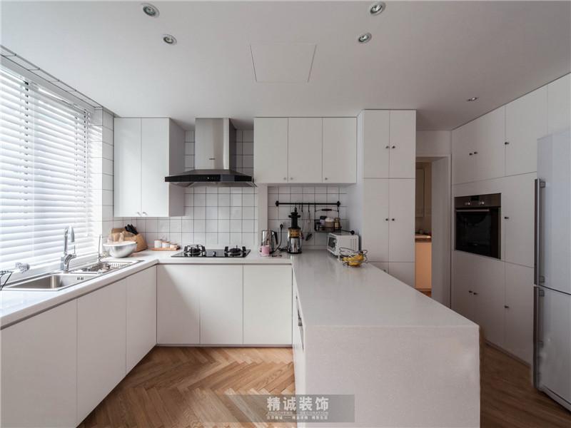 简约 三居 旧房改造 厨房图片来自北京精诚兴业装饰公司在后现代城的125平的三居室的分享