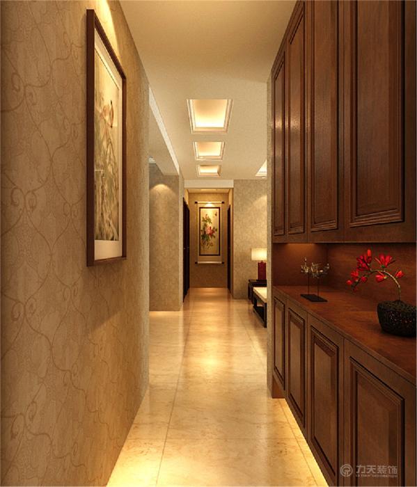 整个空间采用了中式家居,增强了传统的气息与韵味。客餐厅铺800*800的仿古砖