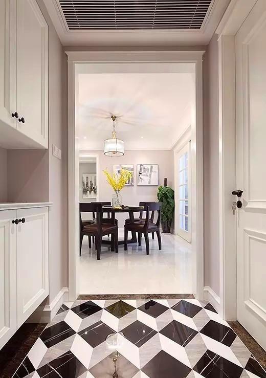 ▲ 门厅区域,地砖菱形拼法,个性独特,门套线是设计师设计开模做的,线条不同于常规门套,简洁精致