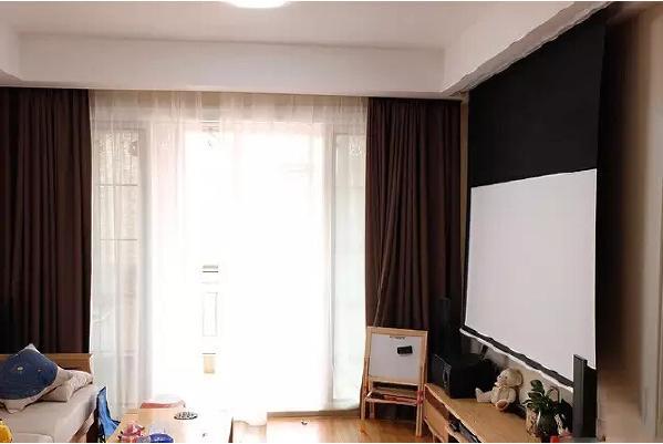 装上投影仪和幕布,在家享受VIP级的视听享受。