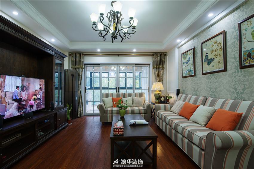 客厅图片来自澳华装饰有限公司在复地东湖国际 · 重温简美时光的分享