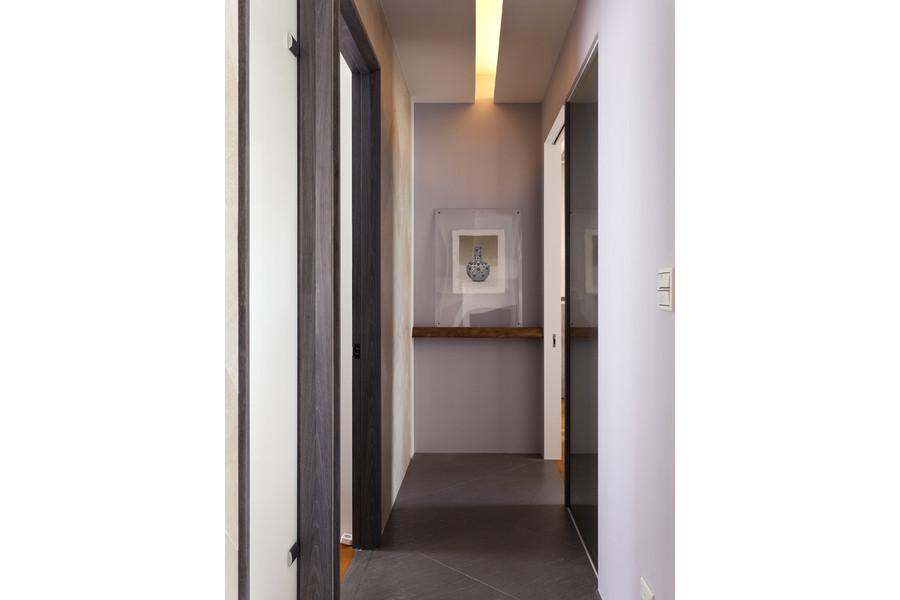 现代 二居 白领 收纳 旧房改造 80后 小资 舒适 温馨 玄关图片来自fy1831303388在宏御花园的分享