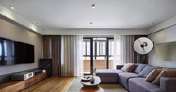 ▲ 以木地板、木家具为主定下自然温暖的基调,软装加以麻质布艺等材料,增加自然质朴的气质