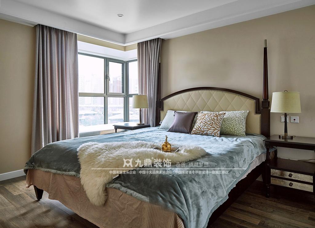 三居 美式 舒适 简单 卧室图片来自九鼎建筑装饰工程有限公司成都分在华润凤凰城的分享
