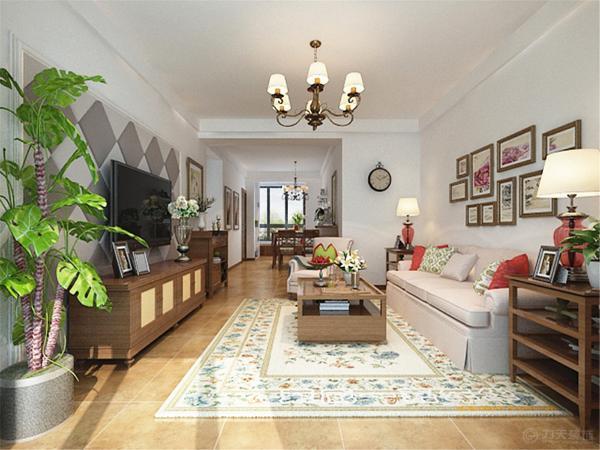 角几、茶几和电视柜等均采用木质家具,沙发背景墙用一组照片来装饰,颜色与整体空间相协调。