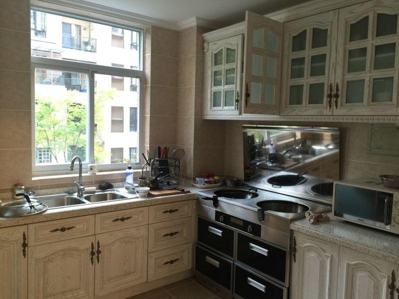 简约 欧式 三居 玫瑰园 V2装饰 厨房图片来自成都V2装饰在青城山秀,醉美新家的分享