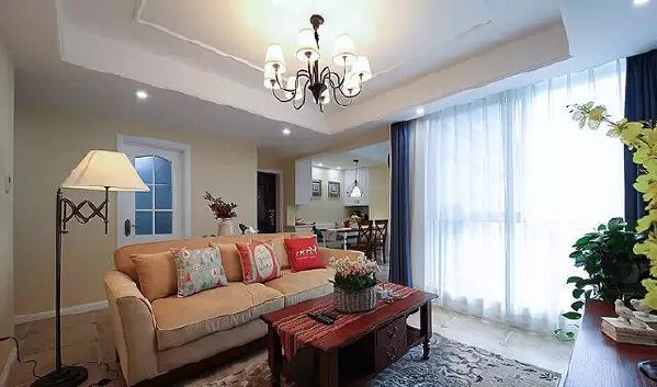 大飘窗虽好,少了一面墙壁,沙发的位置就很尴尬了。有没有想过就这么  放?让沙发自己变成客厅与过道的隔断。