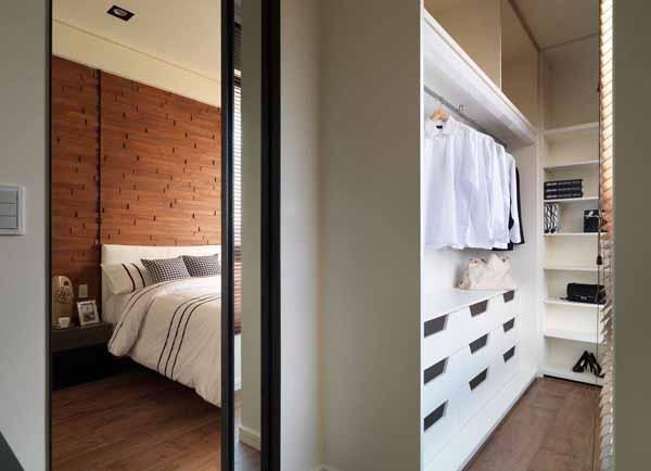 混搭 三居 衣帽间图片来自上海潮心装潢设计有限公司在120平混搭风格三室两厅装修设计的分享