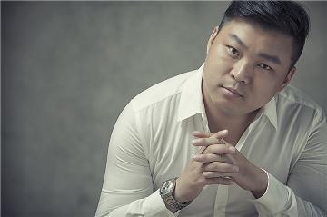 汪勇浩-钢琴键上的黑白优雅