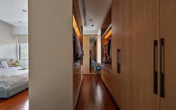 简约 三居 衣帽间图片来自上海潮心装潢设计有限公司在玉兰花苑118平米三居室装修的分享