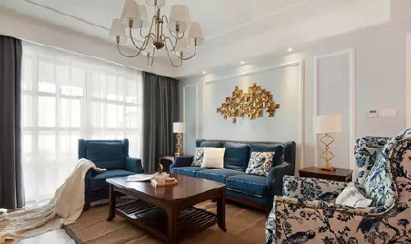 ▲客厅的主色调以蓝色为主,水蓝色的墙漆,宝蓝色的沙发、以及青花瓷蓝沙发椅等,让空间充满宁静和蓝色独有的淡定安稳。