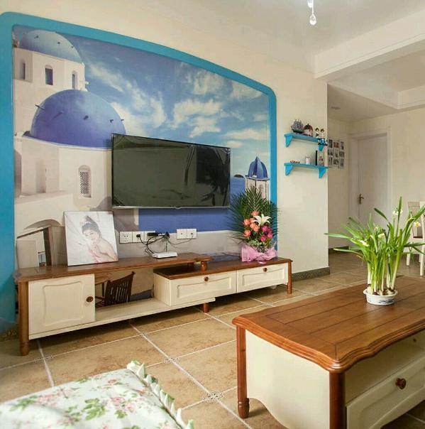 85平三室两厅一厨一卫,地中海风格。 蓝色轮廊很好的划分了白色墙壁与主题背景的材质。凸显海天一色的景象!