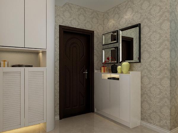 客餐厅墙面通铺大马士革壁纸,客厅顶面采用的是简单的回字形吊顶加灯带,中间是水晶大吊灯,凸出了欧式美感,彰显大气高贵的气质。