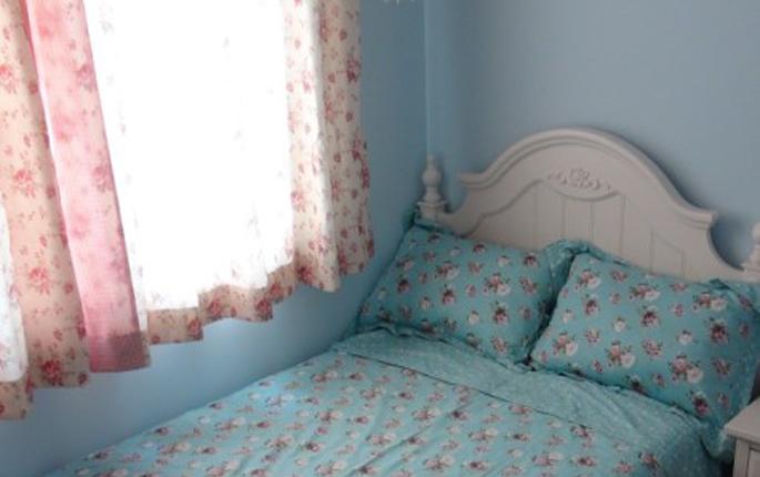简约 混搭 三居 简欧 收纳 80后 卧室图片来自成都V2装饰在馥郁花香-80后的幸福家的分享