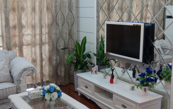 简约 混搭 三居 简欧 收纳 80后 客厅图片来自成都V2装饰在馥郁花香-80后的幸福家的分享