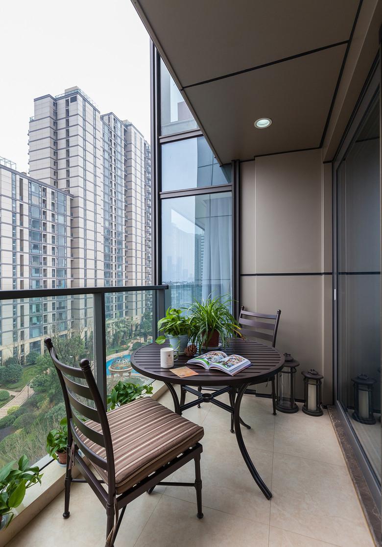 阳台图片来自家装大管家在艺术实用 178平美式优雅大气4居的分享