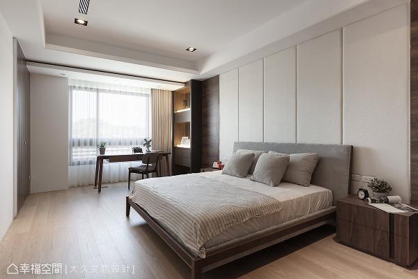 铺设木地板增添私领域的温暖度,并与稍微深一层色阶的木皮层次共筑温馨表情。