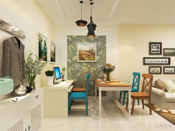 餐厅背景墙用挂画、壁纸和石膏板做装饰,简单大方,增加装饰性,既美观又实用。