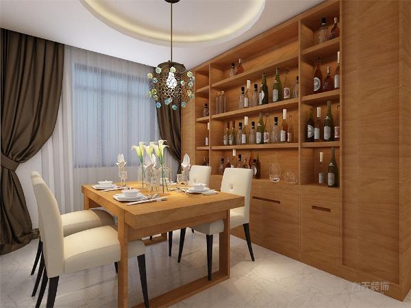 餐厅放置了木质餐桌和皮制座椅,简单舒适,并配有木纹酒柜,为户主就餐提供了良好的环境。