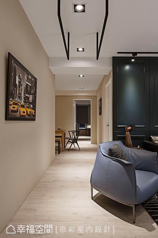 全室以温暖舒适的色调铺陈,为需要长时间在家工作的屋主,创造一个轻松自在的SOHO环境。