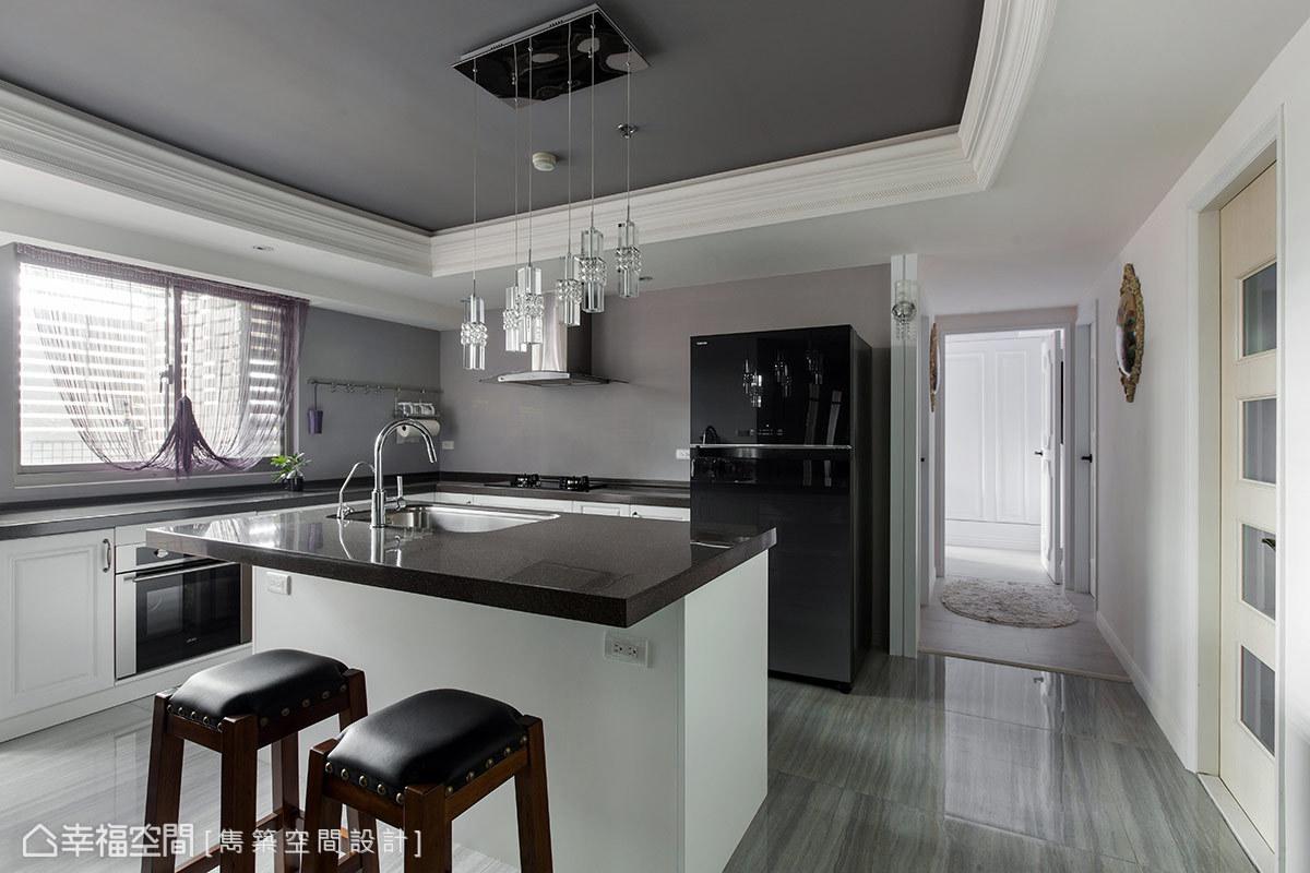 古典 简约 三居 收纳 厨房图片来自幸福空间在古典奢华美学 谱写四季宫廷乐章的分享