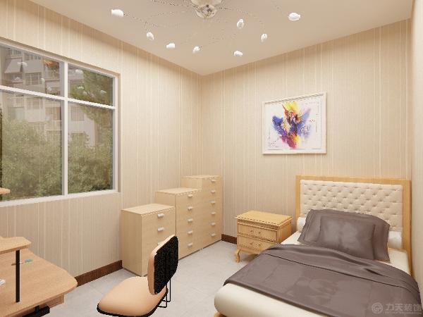 客厅沙发后面采用了传统背景墙的方式,原墙面挂上一副装饰画。餐厅区入户门走廊左侧,餐桌椅的材质和风格与沙发相一致。
