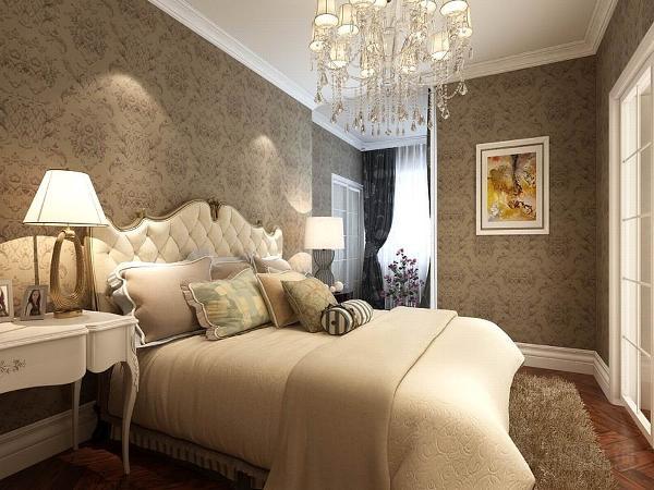 主卧放有一个双人床、床头柜窗户也比较大,从而可以看出主卧的通风性跟采光是完全没有什么问题的。
