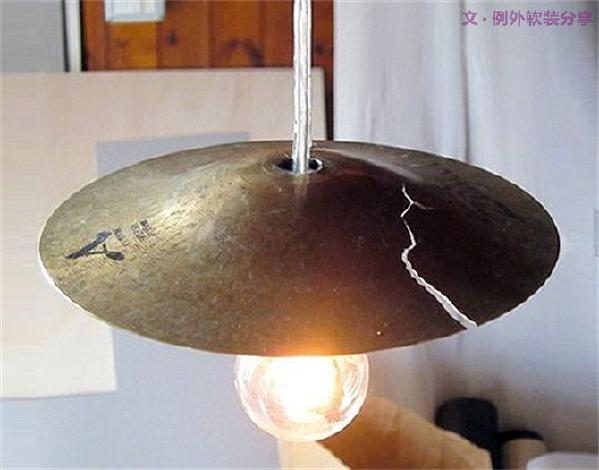 2、个性有趣的灯,自己动手DIY   动手能力强的赶紧来挑战,把家里不用的物件好好利用起来,搭配上灯泡、灯管就大功告成了。