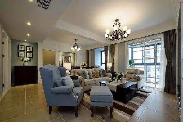 一厅两用,采用小格子白色移门,让室内光源更充足。