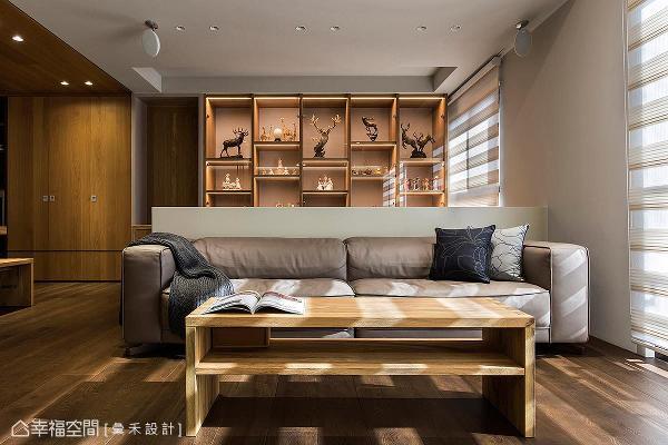 采半高式设计作为场域界定,利用通透的视觉效果,让书房展示柜成为空间端景。