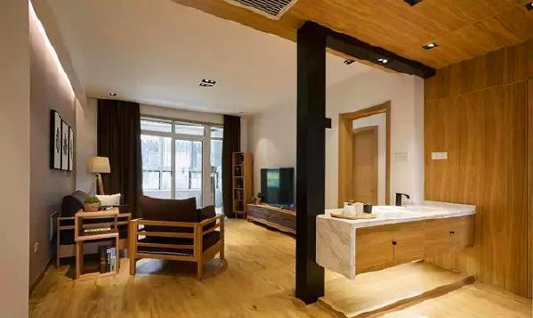 ▲ 大平顶的设计,简约风格的实木家具,木色带来温暖的气息