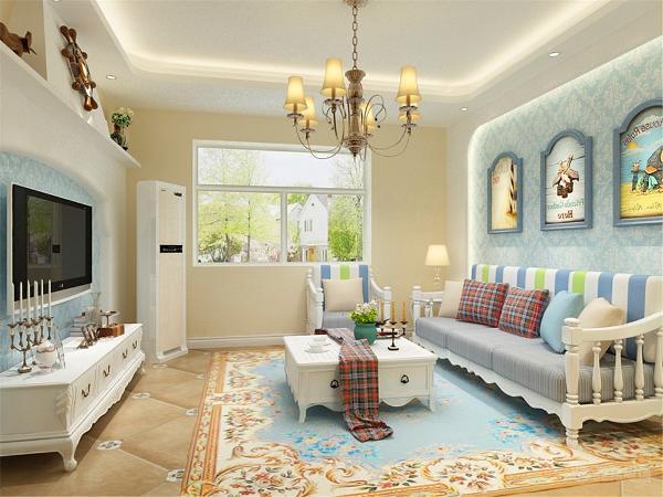 该户型的设计风格为地中海,客厅墙面涂上了浅色的乳胶漆地面用了米黄色的地砖,电视背景墙做了特殊的造型,里面还加了浅蓝色的壁纸