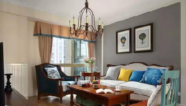 ▲ 灰色和粉色的墙面,搭配经典的美式家具,稳重中透出慵懒