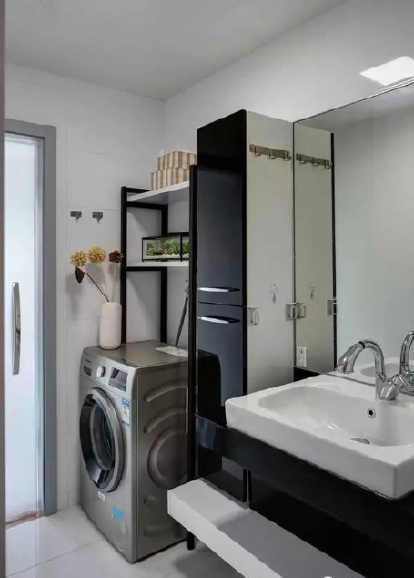 ▲ 扩展了干区,将洗衣机放入,充分利用吊柜,美观和功能兼具