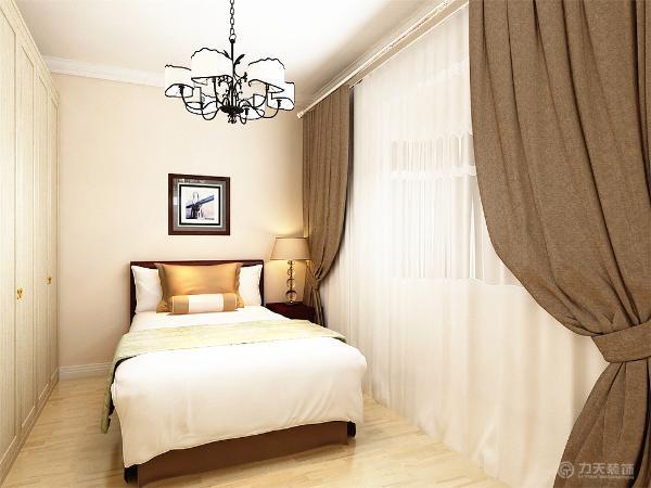 主卧室铺强化复合地板卧室放双人床,衣柜采用推拉门式,主卧内放电视柜,次卧室放双人床,放衣柜,起到储物作用