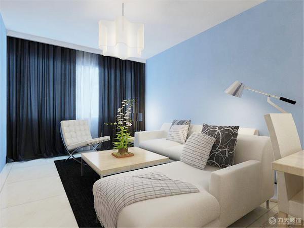 由于居室小,我把卧室和客厅合并在一起了,白天是普通的沙发,可以会客,娱乐都可以,到了晚上就是可以供业主休息折叠沙发床了。