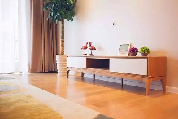 电视墙预留电源插口和有线电视线接口,不论电视上墙还是直接放置在电视柜上都不会把丑丑的电线暴露在外。