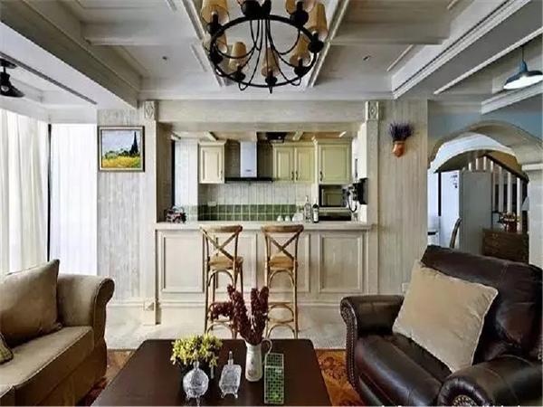 半开放式厨房可以与客厅互动,在墙面色彩选择上,米色和绿色的搭配非常自然,散发着浓郁泥土的芬芳。