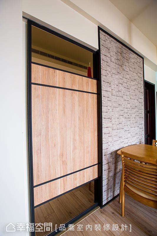 以系统门板混搭茶镜订制推拉门,隐藏通往厨房的门片,避免衍生视觉零碎感。