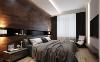 卧室充满了都市商务精英男的气质,床头墙面用褐木板材装饰,腰线部分用墨色玻璃填充,搭配灰色质感的床饰,彰显出主人的淡定从容的生活态度。