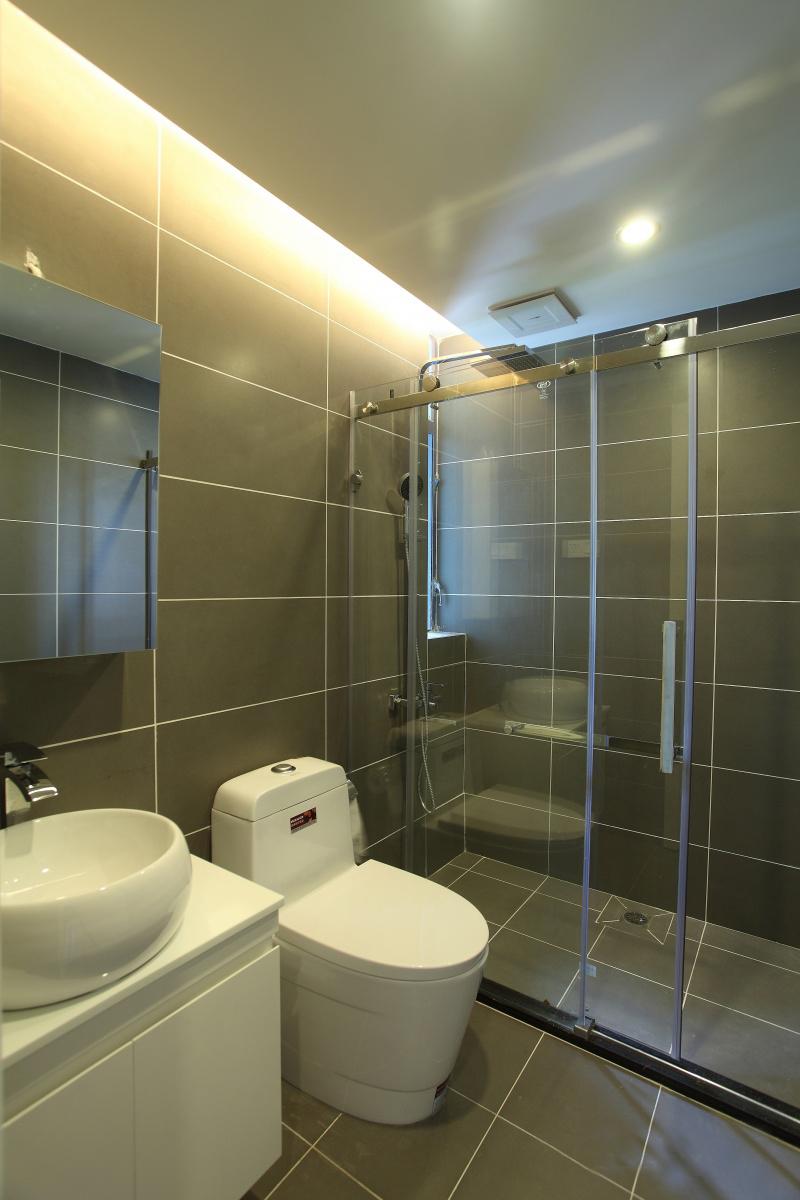 公寓 四居 收纳 现代简约 卫生间图片来自张勇高级室内设计师在恒大华府现代简约设计案例效果的分享