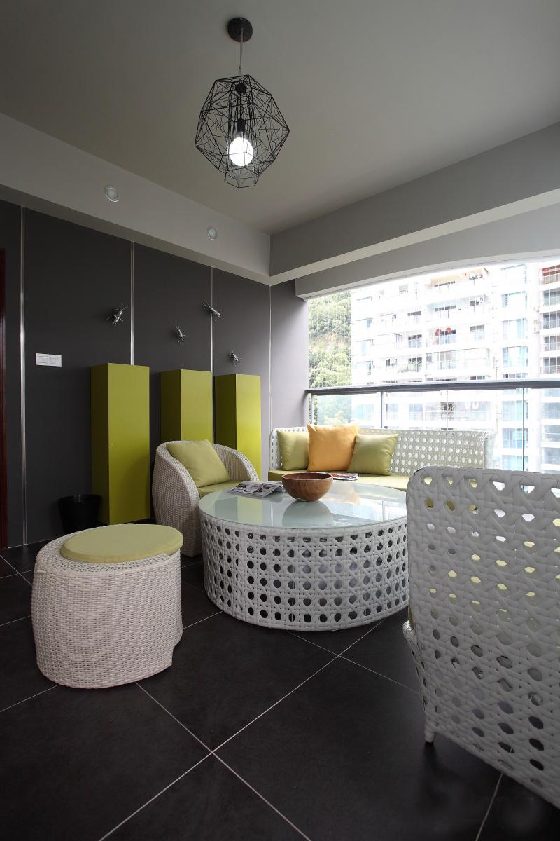 公寓 四居 收纳 现代简约 客厅图片来自张勇高级室内设计师在恒大华府现代简约设计案例效果的分享