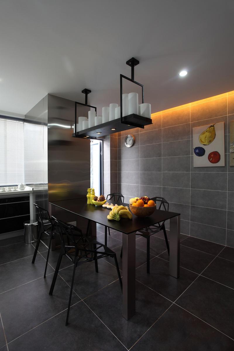 公寓 四居 收纳 现代简约 餐厅图片来自张勇高级室内设计师在恒大华府现代简约设计案例效果的分享