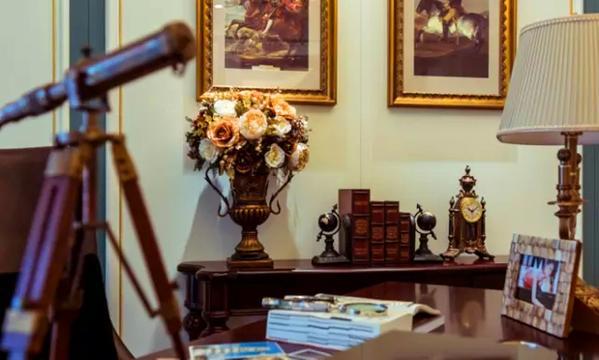▲设计师在装饰品组合搭配上极为用心,充分利用每一寸空间,每个小小的细节都流露着古老的文明气息。