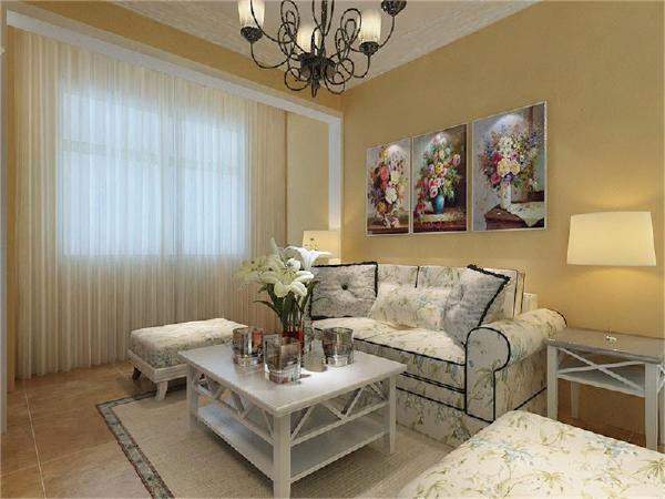 沙发墙做的简单的装饰,只是点缀的挂了几幅欧式挂画,沙发用的是田园感觉的碎花布艺图案的沙发,显得非常的有品位。