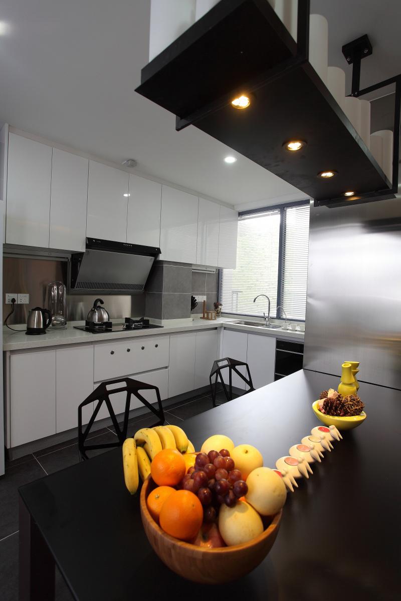 公寓 四居 收纳 现代简约 厨房图片来自张勇高级室内设计师在恒大华府现代简约设计案例效果的分享