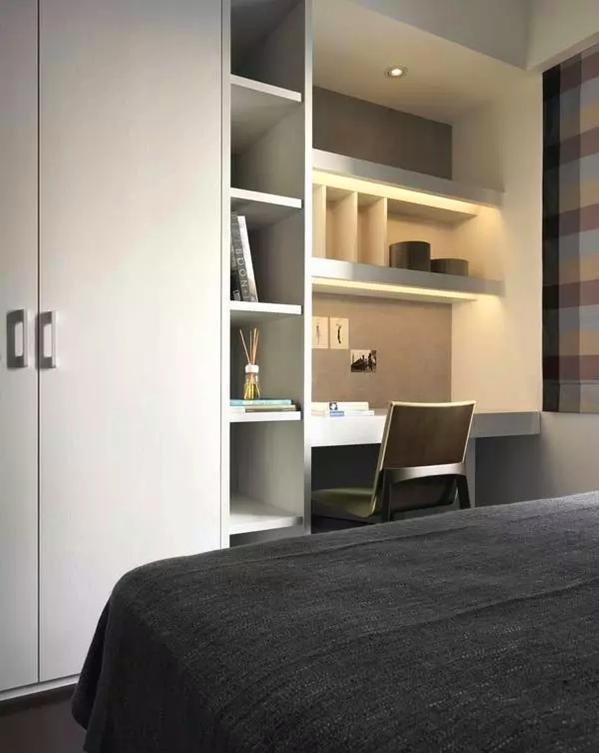 ▲ 衣柜和写字台的设置,有机融合,小空间内的协调